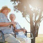 Anziani su una panchina