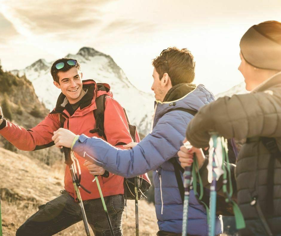 Persone che fanno trekking