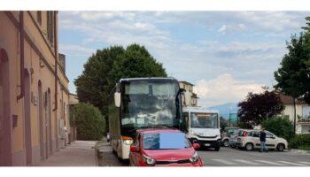 Autobus fermo davanti alla stazione - Borgo_b